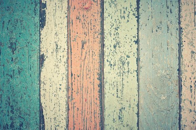 Najčastejšou povrchovou úpravou dreva je jeho impregnácia