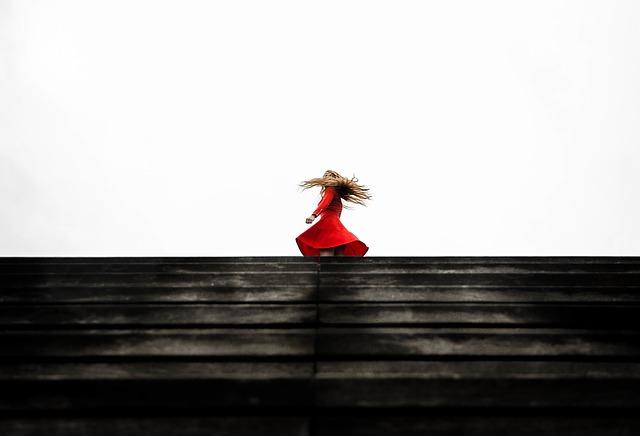 červené šaty.jpg