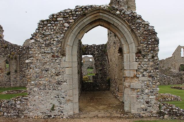 Zrúcaniny starého sídla.jpg