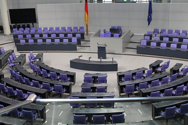 stoličky, zasadačka, parlament.jpg