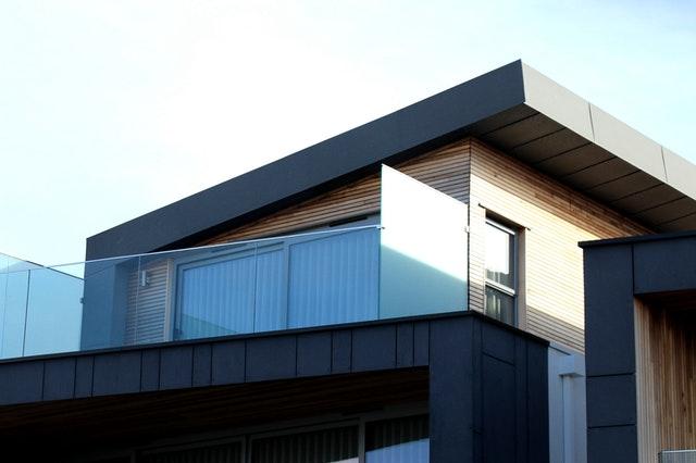 veľký moderný balkón